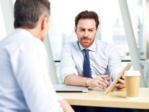 Présentation commerciale avec un client
